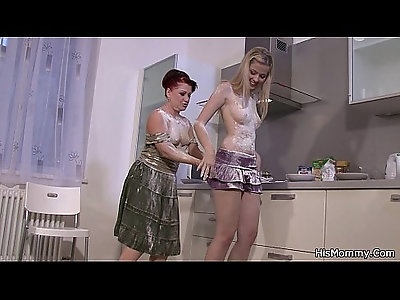 His mom fucks teen on the kitchen