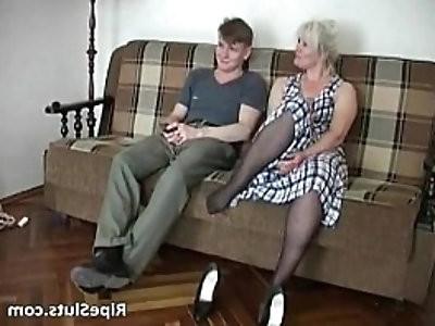 Horny slutty blonde getting cunt