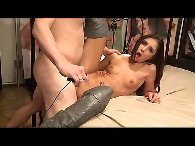 Sexy brunette Giselle Leon wants big cock in her pink cunt