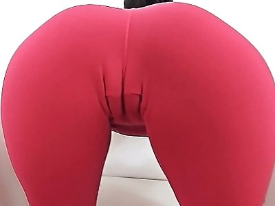 Teen With Cameltoe In Tight Yoga Pants. Round Ass Pussy Gape