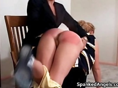 Nasty sexy babe gets her big ass