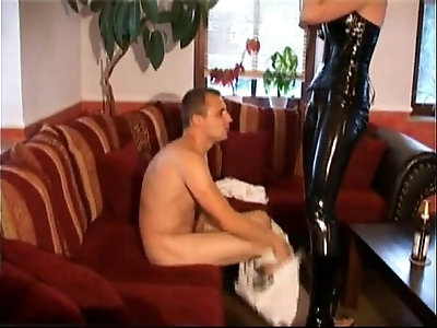 Traumhafte Nutte Im Latex Outfit More Videos