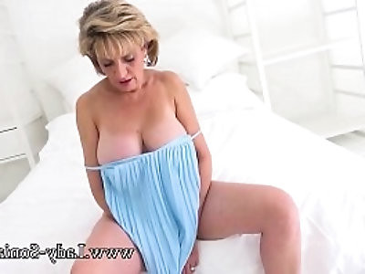 Sexy British mature sexy Lady Sonia plays with hard nipples