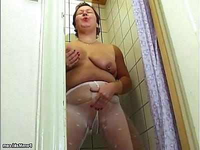 Chubby granny pissing in the shower